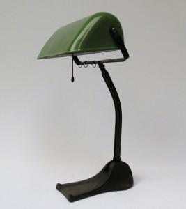 B6 - Bankerlampe, Jugendstil, grün emaillierter Schirm, unter dem Stand bezeichnet: Hellux