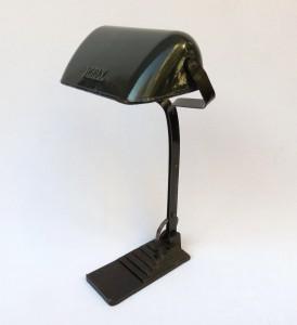 B4 – Bankerlampe Art Deco, dunkelgrün emaillierter Lampenschirm