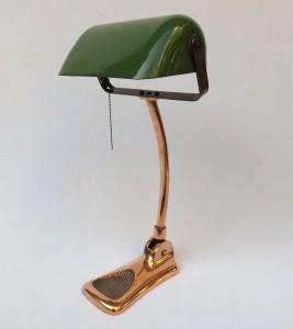 B1 - Bankerlampe Jugendstil, seltene Ausführung in verkupfert, emaillierter Schirm, unter dem Stand bezeichnet: LUX Made in Austria
