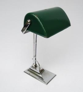 B2 - Bankerlampe Art Deco, verchromt, grün emaillierter Schirm, strenge Form