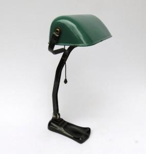 B7 - Bankerlampe Jugendstil, grün emaillierter Schirm, bezeichnet: EBOLICHT