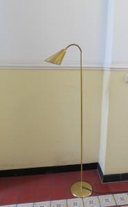 ST2 - zierliche Stehleuchte, 50er Jahre, Messing im Stil von Paavo Tynell