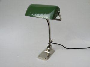 B8 - SOLD - Bankerlampe, Jugendstil, Österreich, vernickelt, Schirm in einem hellen grün, innen weiß emailliert