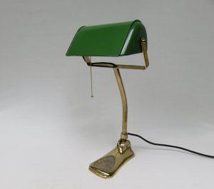 B10 - Bankerlampe Jugendstil, vermessing, ausgefallener Email-Schirm in grün, Herkunft: Österreich