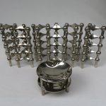 W79 - Set von 30 Kerzenleuchtern Variante S22, Stoff-Design und 2 Schalen, 60er Jahre, Nagel, vernickelt
