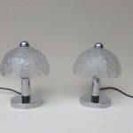 T173 - 1 Paar kleine Tischleuchten, Pilzleuchten, Peill & Putzler, 70er Jahre, dickes Preßglas geätzt mit Dekor, verchromt