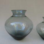 1. Vase von links