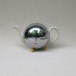 K113 - große Teekanne, Kugelkanne, Warmhaltekanne, Art Deco, Hutschenreuther, WMF, Porzellan, verchromt, Bakelit
