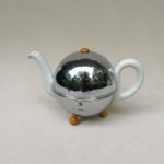 K114 - kleine Teekanne, Kugelkanne, Warmhaltekanne, Art Deco, Bauscher, WMF, Porzellan, verchromt, Bakelit