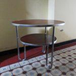 T2 - Schlaufentisch, Herstelller: Mauser, Metall, Linoleum - weinrot
