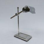 T186 - zierliche Tischleuchte, Frankreich, Art Deco, verchromt, bez. Lampe Pirouett France