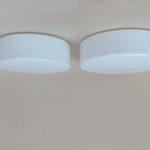 D181 - 1 Paar minimalistische Deckenleuchten / Wandleuchten, RZB DKN-Leuchten, Deutschland, 60er Jahre, Überfangglas satiniert, Metall