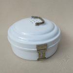 BR46 - kleine runde Brotdose, weiß emailliert, Jugendstil