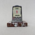 BS92 - ewiger Kalender, Jugendstil, Frankreich, Marmorsockel, versilbert, Celluloid