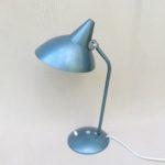 T64 - Schreibtischleuchte, 60er Jahre, Hexenhut, bez. Helo-Leuchten, hellblau metallic