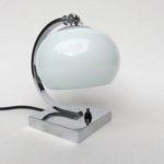N60 - Nachttischleuchte, Art Deco, verchromt, weißer Überfangglasschirm