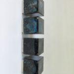 D61 - 4 Stück Deckenleuchten / Wandleuchten (groß 15 cm), bez. Limburg, Sockel verchromt, Würfel Glas blau/schwarz/farblos mit Lufteinschlüssen - Murano