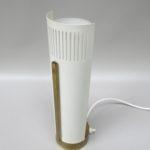 T120 - minimalistische Tischleuchte, 60er Jahre, Messing patiniert, Glas, hellbeige